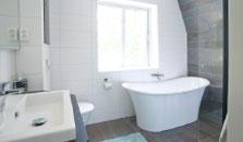 vika strand wc